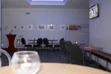 Modern renovierter Eingangsbereich zum Veranstaltungssaal