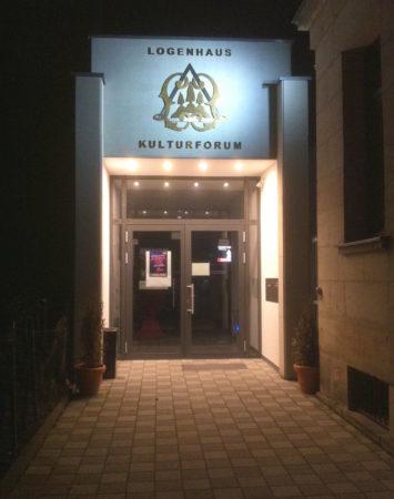 Eingang zum Logenhaus in Erlangen